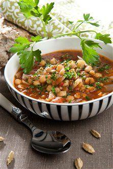 Slankende og lækker vegetaropskrift med linser, kikærter og masser af smag!