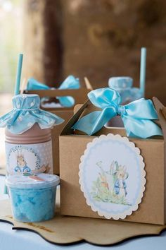 Peter Rabbit Lunchbox Table Setting from a Peter Rabbit Birthday Party Peter Rabbit Cake, Peter Rabbit Birthday, Peter Rabbit Party, Bunny Birthday, Baby Boy 1st Birthday, Fiesta Baby Shower, Baby Shower Niño, Birthday Party Tables, Boy Birthday Parties