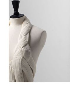 Micro Pleats - structural fabric manipulation for fashion with fine pleated textures and entwined construction - fashion design, couture sewing // Madame Gres Madame Gres, Couture Details, Fashion Details, Rose Bertin, Textile Manipulation, Trendy Fashion, Vintage Fashion, 1930s Fashion, Women's Fashion