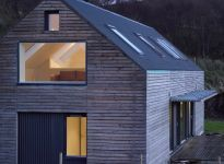 Scotlarch® cladding - private house at Tokavaig, Skye Architecture Design, Residential Architecture, Haus Am Hang, Modern Barn House, Timber Cladding, Shed Homes, Bungalows, Home Fashion, Exterior Design