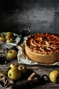 Uma tarte rústica de alheira, couve e maça verde | Alheira, green cabbage and green apple rustic tart