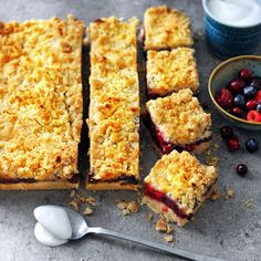 This mixed berry traybake is very easy and quick to bake and you can cut the pieces in any size you (or your guests) like. Coconut Whipped Cream, Sweet Pie, Baking Tins, Mixed Berries, Food Styling, Cornbread, Blueberry, Raspberry, Roast
