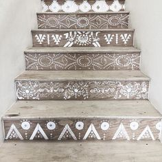 painted staircase | @invokethespirit