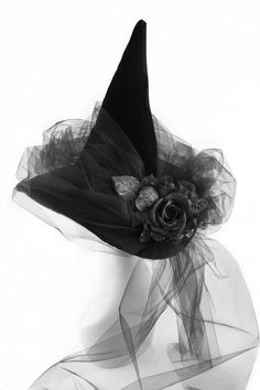 Halloween style!! DIY!! An elegant witches hat and veil -- just right for all of your Halloween parties!
