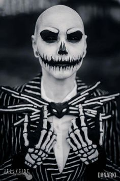 Awesome creepy skull person