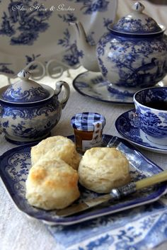 Aiken House & Gardens: Blue & White Transferware Tea