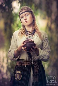 Slavic woman from c. 9th-11th centuries https://www.facebook.com/foto.forge:
