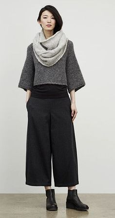 Eileen Fisher September look - This girl looks COOL. Idk if i could pull the whole look off but i like the shapes and the boots look easy to wear. Eileen Fisher, Looks Style, Style Me, Neue Outfits, Mode Vintage, Fall Looks, Mode Inspiration, Mode Style, Wide Leg Pants