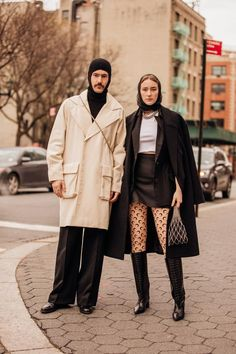 The best street style at New York Fashion Week autumn/winter - Vogue Australia Look Street Style, New York Fashion Week Street Style, Cool Street Fashion, Arty Fashion, Vogue Fashion, Vogue New York, Stockholm Fashion Week, New Yorker Mode, Italia