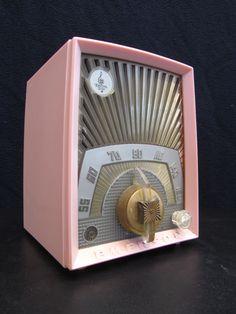 """VINTAGE 1950s EMERSON """" SUNBURST """" OLD BAKELITE TUBE RADIO"""