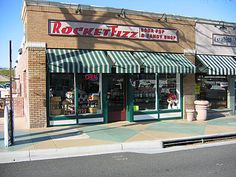 Forever in debt to my dear boyfriend for introducing me to Rocket Fizz...old fashioned soda and candy store! Dreams come true.