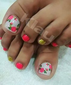 16 Best Ideas for fails design coffin summer Pedicure Nail Art, Toe Nail Art, Pretty Toe Nails, Cute Nails, Cute Pedicure Designs, Matted Nails, Cute Pedicures, Summer Toe Nails, Gradient Nails