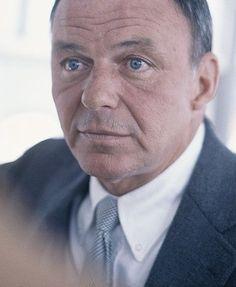 A great photo of Frank Sinatra, 1968 Hollywood Men, Hollywood Stars, Classic Hollywood, Hollywood Glamour, Franck Sinatra, Divas, Great American Songbook, Sammy Davis Jr, Men Are Men