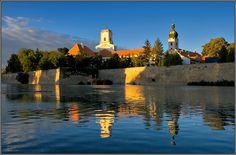 Discover the world through photos. Central Europe, Travelogue, Hungary, Romania, Countryside, New York Skyline, The Neighbourhood, Urban, City