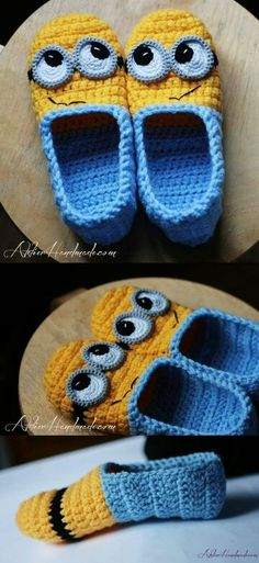 Minion Slippers pattern by Atelier Handmade Pantufa Minions Baby Knitting Patterns, Minion Crochet Patterns, Minion Pattern, Crochet Minions, Loom Knitting, Free Knitting, Stitch Patterns, Cute Crochet, Crochet For Kids