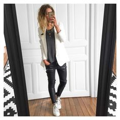 Imagen What To Wear Today, How To Wear, Vogue, Effortless Chic, Fashion Outfits, Womens Fashion, Fashion Ideas, Outfit Of The Day, Black Jeans