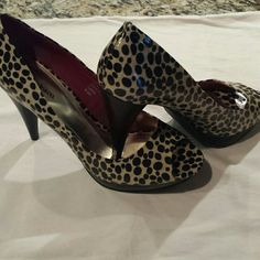 STYLE & CO.  SIZE 6.5M STYLE & Co Size 6.5 Preowned Animal Print Heel Measures 3.5 Inches Style & Co Shoes Platforms