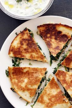 Greek quesadillas with tsatziki Have you ever tried Greek 'spanakopita' or spinach and feta cheese pie? If you have, you'll know how delicious it is. Try this lighter Greek-Mex version, served with a traditional side of fresh and tangy tsatziki sauce. Vegetarian Recipes, Cooking Recipes, Healthy Recipes, Lunch Recipes, Cooking Gadgets, Diet Recipes, Greek Dishes, Greek Recipes, Greek Meals