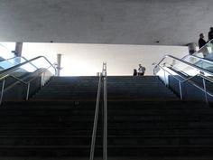 Escadaria de acesso à estação de metro Casa da Música