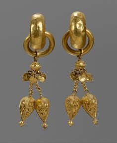 Earring (One of a Pair)   Period: Three Kingdoms period (57 B.C.–A.D. 668) Date: Gaya federation (42–562), end of 5th century Culture: Korea Medium: Gold