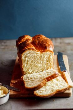 Light and Buttery Brioche Loaf I like to use loaf bread along with cornbread and biscuits for my Thanksgiving Dressing. Bread Bun, Easy Bread, Bread Rolls, Bread And Pastries, Bread Recipes, Baking Recipes, Pilsbury Recipes, Cuban Recipes, Chef Recipes