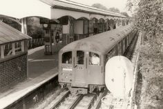 London Underground - Piccadilly line train 263 stock) at Hounslow Central station - 1 July 1975 Vintage London, Old London, London Transport, London Travel, Transport Pictures, London Underground Train, Tube Train, Paris Metro, London Free
