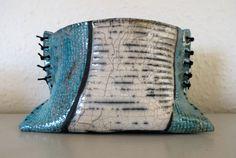 Raku - inspireret af strikket materiale.
