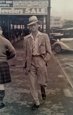My Grandad, born 100 years ago today, looking particularly suave Adult Fashion For Men in their 1940s Mens Fashion, Vintage Fashion, Vintage Photographs, Vintage Photos, Dandy, La Mode Masculine, Dapper Dan, Well Dressed Men, Cthulhu