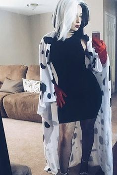 21 Easy and Sexy Halloween Costumes for Your Inspiration; Halloween costumes for teens; Halloween costumes for girls; Halloween costumes for women. Halloween Costumes For Work, Diy Halloween Costumes For Women, Halloween Party Supplies, Creative Halloween Costumes, Couple Halloween, Halloween Makeup, Disney Costumes For Women, Halloween Inspo, Halloween Tricks
