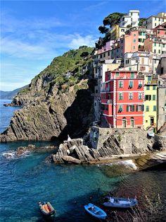Fisherman's town of Riomaggiore, Cinque Terre, Italy.