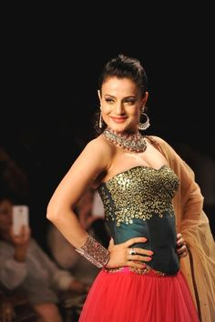 IIJW 2014 - Amisha Patel Walked on The Ramp as a Showstopper.