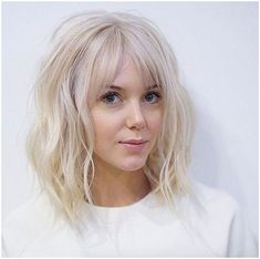 #Hair #WavyHair Baby blonde lob with bangs by Tim Morrison, click for info.