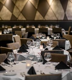 Fleming's Steakhouse located in the Stanford Shopping Center.  Great for groups, business dinners, and corporate events.