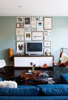 love everything (including a green wall opposite that great blue and caremel woods/leathers) except for the credenza and the clutter of the art wall