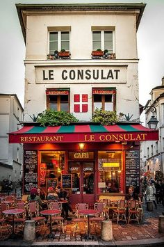 Montmartre, Paris >>> How much would you love to spend an afternoon here watching the world go by???