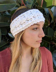 One Skein Crochet Cable Ear Warmer Headband Pattern Crochet Cable Stitch, One Skein Crochet, Crochet Beanie, Cute Crochet, Crochet Stitches, Crochet Hats, Crochet Headbands, Crochet Granny, Crochet Things