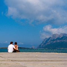 When it comes to honeymoon, the couples prefer to visit exotic locations. That is why most of the newlyweds fly to foreign countries these days, to celebrate their newly formed bond. Well, have a look at such places which you should visit in India be Vacation Places, Honeymoon Destinations, How To Memorize Things, Things To Come, Best Honeymoon, Best Photographers, Newlyweds, Wedding Pictures, Exotic