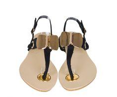 Sandale Dama Golden Bow Black -Sandale dama talpa joasa -Detaliu  interesant auriu -Se inchid cu catarama Disponibil: stoc Cod produs: SANPA71Black