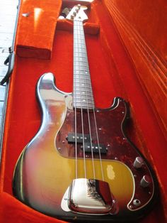 FENDER PRECISION BASS 1969- VINTAGE FENDER BASS!!!.....want this!!!!!!!