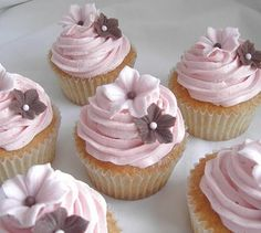 Today I have been making cupcakes with buttercream. I used a vanilla pound cake and buttercream icing for the top. For the decorations I used small flowers made out of sugar paste/fondant icing and some sugar roses made of royal icing. Pink Wedding Cupcakes, Cupcakes Rosa, Pretty Cupcakes, Beautiful Cupcakes, Pink Cupcakes, Cupcake Cakes, Fondant Flower Cupcakes, Cupcake Flower, Wedding Cakes
