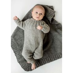 Hel dress og teppe i Eco Wool fra Dale Knitting For Beginners, Knitting For Kids, Baby Knitting Patterns, Knitting Designs, Knit Baby Pants, Tricot Baby, Baby Romper Pattern, Baby Barn, Butterfly Kids