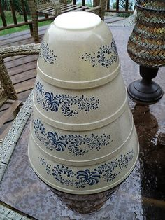 Vintage Pyrex Homestead Nesting / Mixing bowls - Have smallest and second to largest
