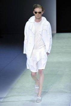 Milano Moda Uomo: tendenze primavera 2014 http://www.tentazionefashion.it/milano-moda-uomo-tendenze-primavera-2014/ #man #modauomo #fashion #look #tendenze #novità #MMU Milano Moda Uomo - Sfilata Emporio Armani
