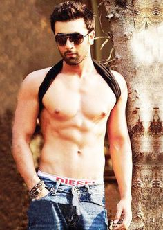 Ranbir Kapoor Gym Workout is contain lot of exercises told by Pradeep Bhatia. Ranbir Kapoor also take suppliments consulted by his trainer. Ranbir Kapoor Hairstyle, Indian Bodybuilder, Fitness Diet, Health Fitness, Celebrity Workout, Celebrity Fitness, Bollywood Stars, Bollywood News, Bollywood Celebrities
