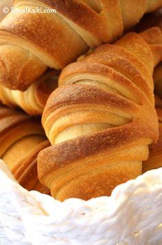 Peynirli Kolay Kruvasan - Royal Kuki Croissants, Deserts, Brunch, Food And Drink, Pizza, Yummy Food, Meals, Cooking, Recipes