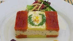 """Red and white. Very patriotic """"Causa"""". Peruvian Dishes, Peruvian Cuisine, Peruvian Recipes, Buffet, Chow Chow, The Best, Seafood, Delish, Red And White"""