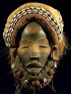 Fine Tribal Mask DAN / Liberia ** with stand