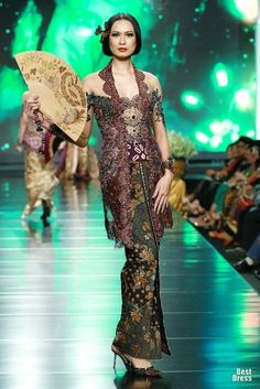 Traditional kebaya with modern touches #indonesia