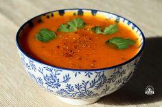 Krem dyniowo-marchewkowy jest pożywną i pyszną zupą dla każdego, nie tylko dla osób na diecie dr Dąbrowskiej. Oprócz tego jest łatwy do przygotowania! Polish Recipes, Thai Red Curry, Catering, Healthy Recipes, Vegan, Fruit, Ethnic Recipes, Food, Kitchen