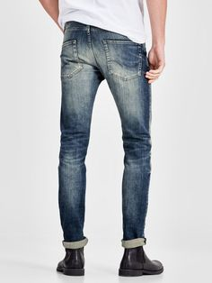 Classic five-pocket style in a slim-fit cut | Stretch makes the jeans remarkably easy to wear | With button fly | Worn look for the fashion-forward man | The model is wearing a size 31/32 and is 187 cm tall | JACK & JONES JEANS INTELLIGENCE | Slim Fit Glenn | An updated slim fit with a tapered leg that always comes with stretch. The fit is narrow and lean through the thigh without feeling tight. Glenn is for guys who like their jeans slim, not skinny | Handmade details | These j...